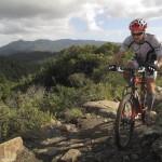 Pierre-Arnaud Le Magnan et son Chiru Laktik X9 sur le chemin Taramancho, Marin County, Californie.