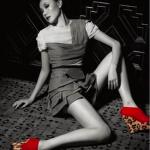 Le modèle Mrs Pandora en cachemire rouge, daim rouge et leopard pony.