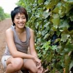 Judy Leissner, PDG de Grace Vineyard depuis fin 2002, pose ici dans les vignes du Shanxi.