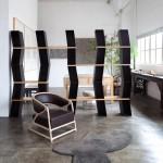 La bibliothèque Wen ST 03 + le fauteuil Louis Ming et le tapis He RG bushou.