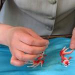 7.每一双鞋都由苏州本地的刺绣艺人用纯手工缝制