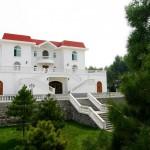 5.Grace Vineyard 主席C.K Chan 位于中国山西公司驻地的别墅
