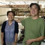 Mao Shu Hong (G) et son mari Yang Bao Guang (D) le couple derrière le succès de Suren Handmade.