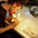 5.Latitude 香港工作室内,Jesse McLin正在制作一件独一无二的作品
