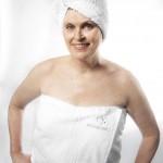 La fondatrice sud-africaine d'Innovasians Lizette Smook photographiée dans une de ses eco-serviettes, l'un de ses produits phare. (Ph.Edmon Leong)