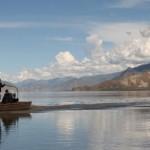 墨竹工卡附近雅鲁藏布江上的一条渡船,海拔3,400米。雅鲁藏布江发源于西藏西南部