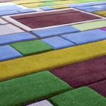 此款设计以荷兰风光为基础,鲜艳的颜色令人联想到荷兰的美丽花田。
