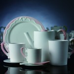 """这是由香港本土设计公司Milk为""""爱陶乐""""设计的Miix系列茶具,在纽约当代艺术馆(Museum of Modern Art)有售。"""