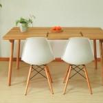 用美国橡木制成的木智工坊桌椅