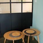 La collection « Lily »: table basse ronde laquée en bambou créé par Macon & Lesquoy pour « Nookha Design ».