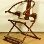 仿制清末扶手椅,质地为黄梨木