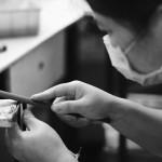 Tom Davies的眼镜都是在中国深圳的一家工厂进行手工制作的,Tom Davies的公司拥有这家工厂的所有权。眼镜的材质主要包括棉花醋酸,钛和印度水牛角