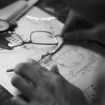 Tom Davies的验光师网络遍布全球。在验光师进行完测量后,数据将被发送给位于深圳的工厂,在那里,16为匠人将纯手工制作眼镜。